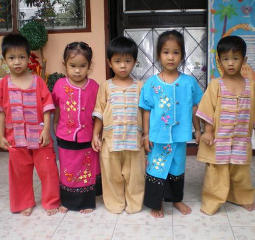 ชุดไทย เด็กนักเรียนโรงเรียนอนุบาลระพีพรรณ
